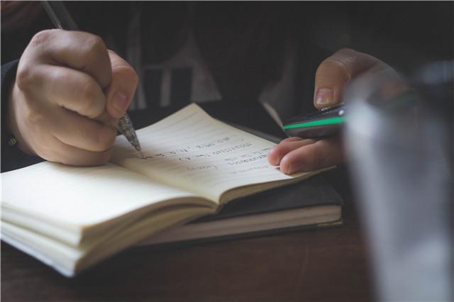 专业老师告诉拟备考SAT写作考试中需要从哪些方面入手